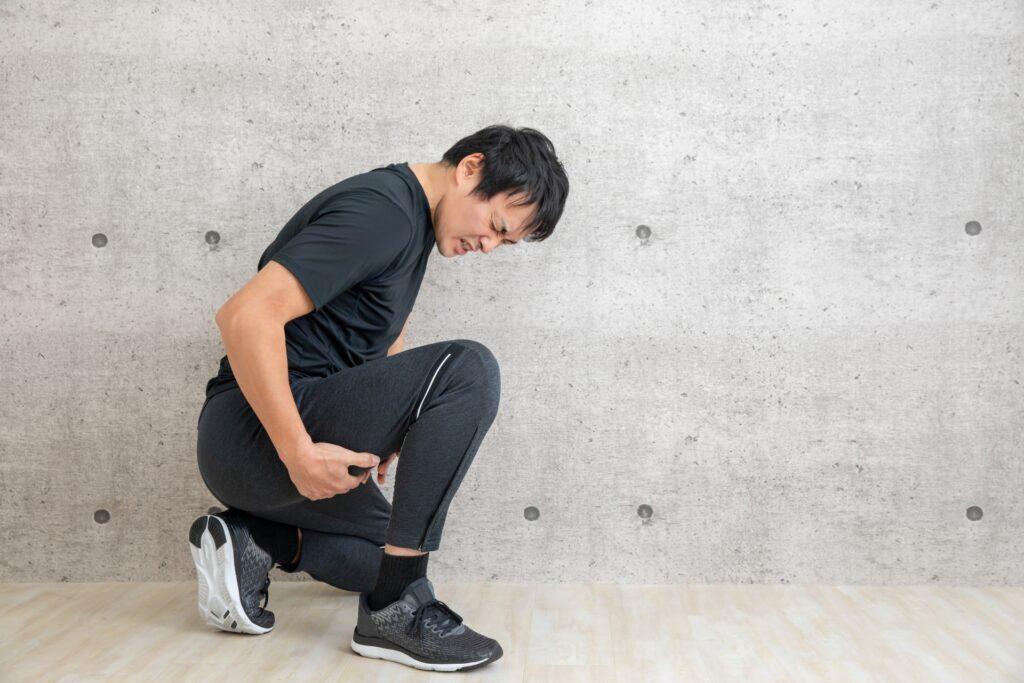 スポーツによる怪我をした男性