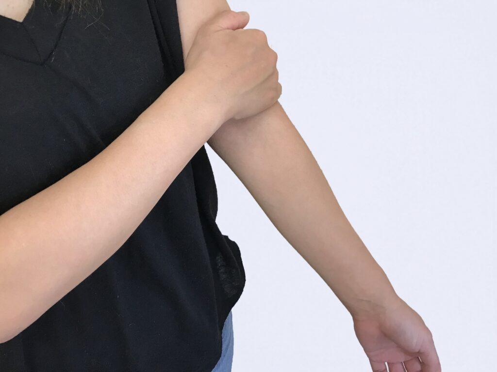 胸郭出口症候群で腕のだるさの症状がある男性